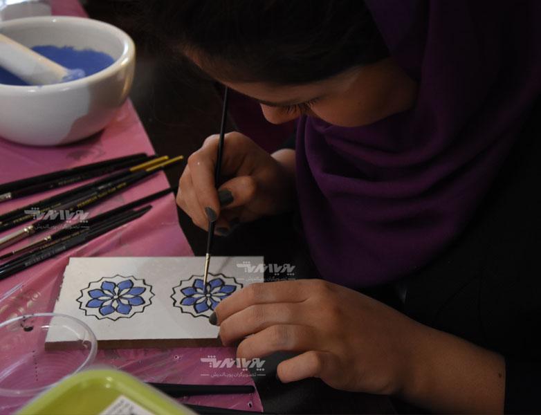 هنرجوی آموزش رنگ و لعاب